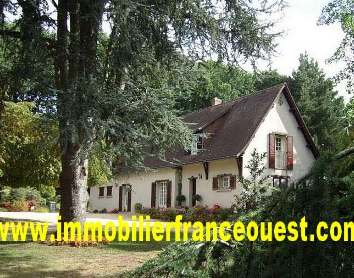 immobilier Sarthe (72):Axe Sablé-Le Mans - Malicorne : Propriété 6 pièces + parc clos