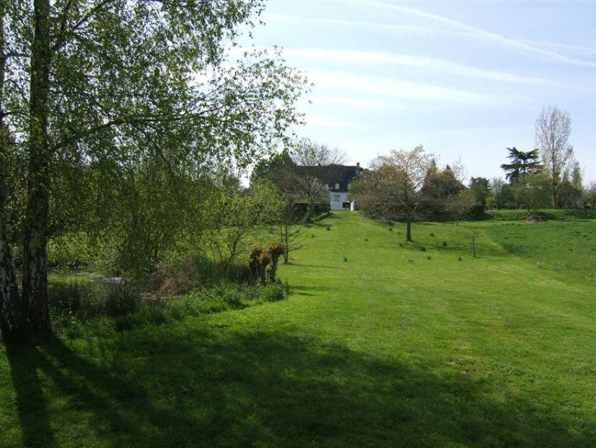 immobilier Sarthe (72) Vaste terrain en bord de rivière.