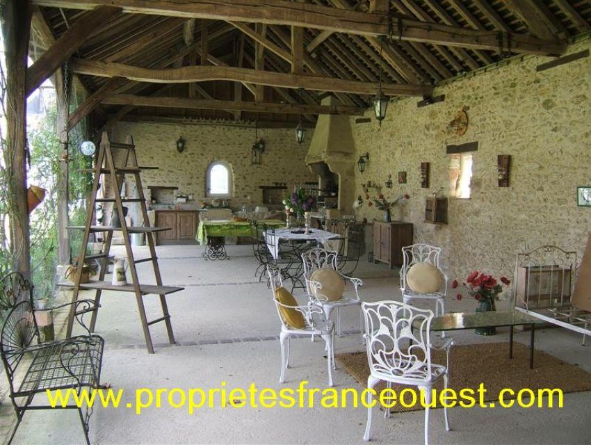 immobilier Sarthe (72):11. Dépendance avec salon d'été.