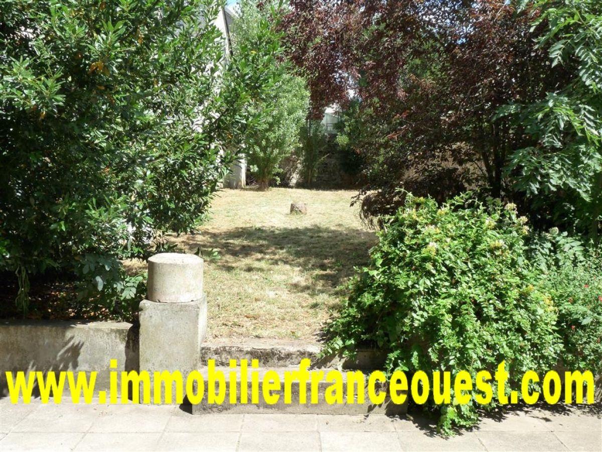 Maison bourgeoise sabl sur sarthe centre maisons de for Jardin clos