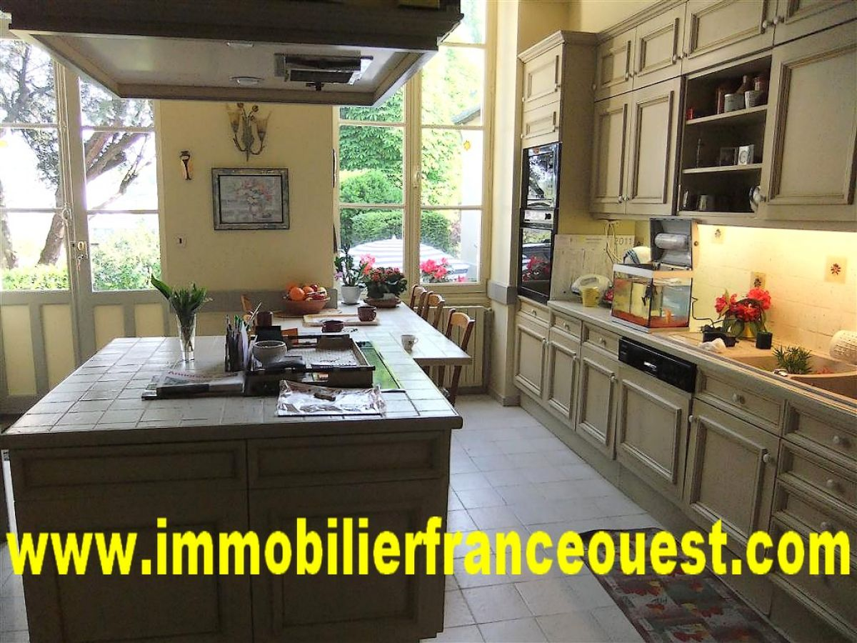 maison bourgeoise sabl sur sarthe tgv paris 1h15 belles demeures maisons de caract re. Black Bedroom Furniture Sets. Home Design Ideas