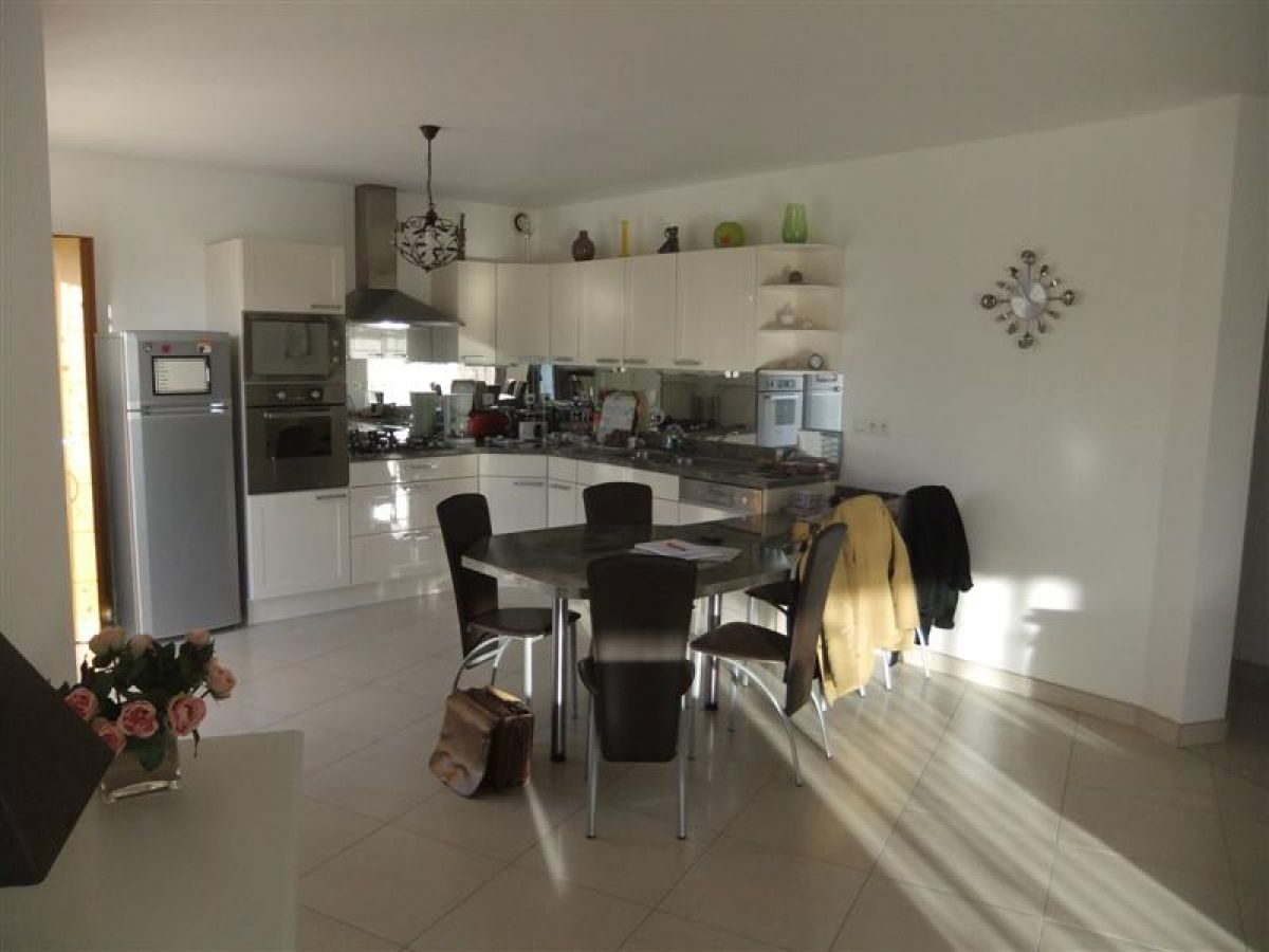Villa contemporaine sabl sur sarthe propri t s villas for Cuisine ouverte villa