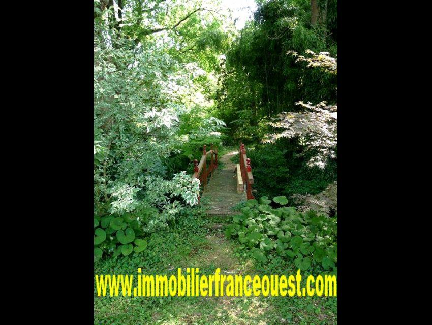 immobilier Sarthe (72):8. Détail du parc: pont japonais.