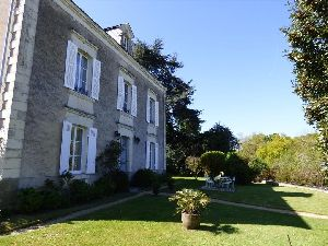 Propriété - Maison de Maitre restaurée - Axe Angers - Sablé en vente