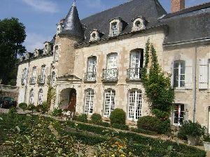 Hotel particulier en Anjou. Façade avec croisées lucarnes et oeils de boeuf. Jardin à la Française.  en vente