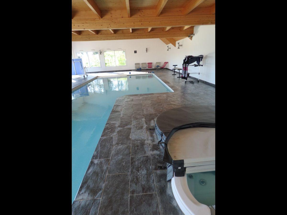 Propri t villa avec piscine chauff e et couverte for Piscine avec jacuzzi