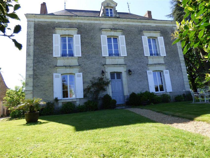 Maison de ma tre en anjou propri t villageoise mayenne for Architecture maison de maitre