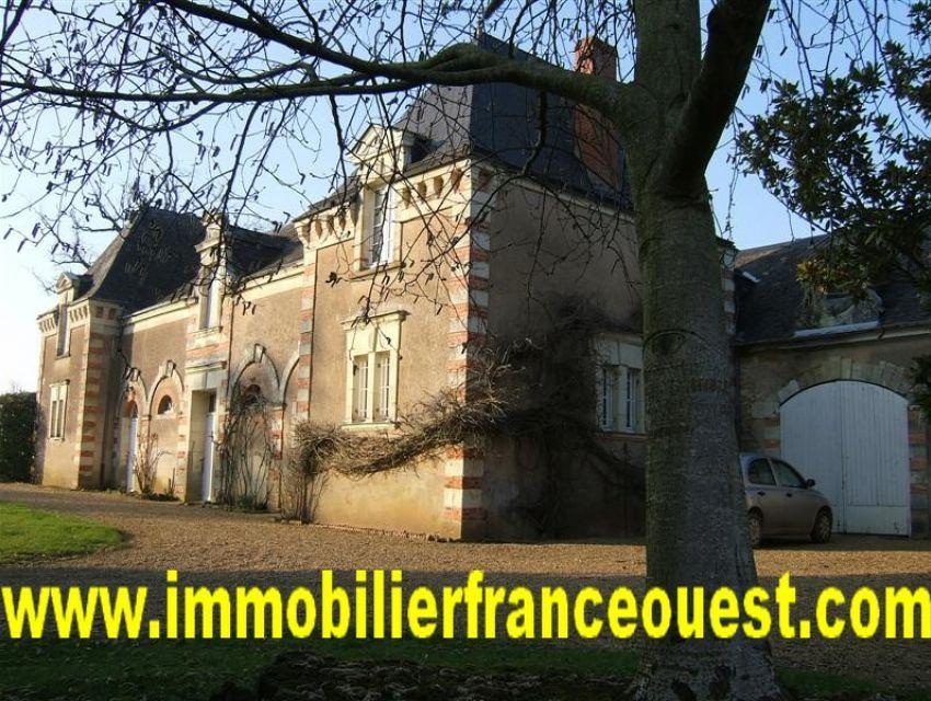 immobilier Sarthe (72):Château à vendre Pays de Loire - confins Maine et Loire - Sarthe