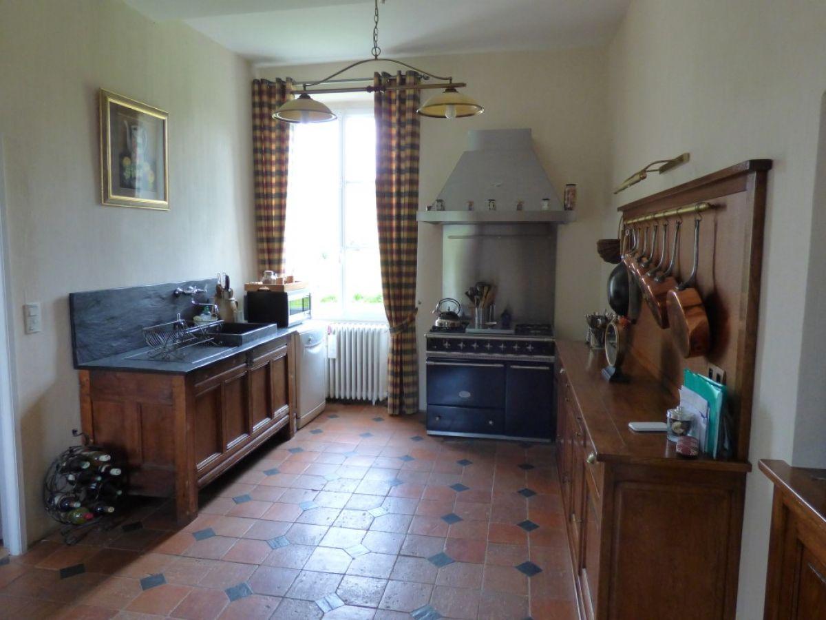 Carrelage Design carrelage italien haut de gamme : Salle de su00e9jour carrelu00e9e de terre cuite avec cabochons du0026#39;ardoise