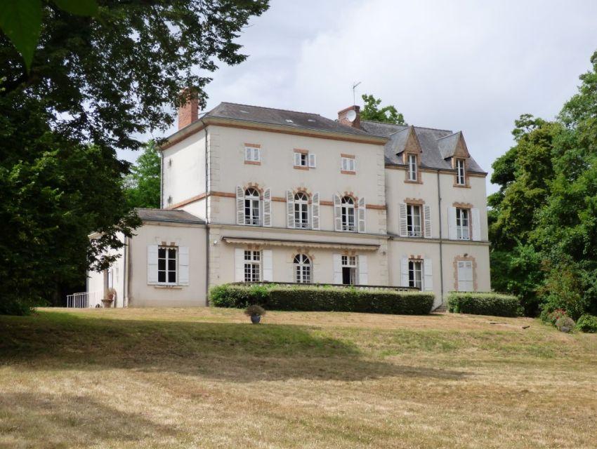 Manoir XVIIIème avec parc en bord de rivière - proximité - Sablé sur Sarthe 72300