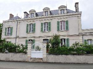 maison de caractere en Anjou - maison 18eme avec lucarnes à frontons lobés en vente