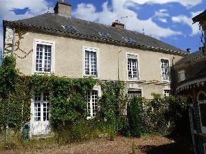 maison bourgeoise avec dependances jardin et garage Sablé sur Sarthe en vente