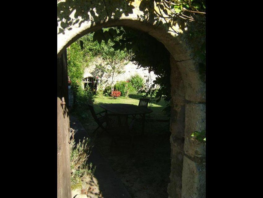 immobilier Sarthe (72) - Maison XVI ème - porte cintrée jambage pierre de taille.