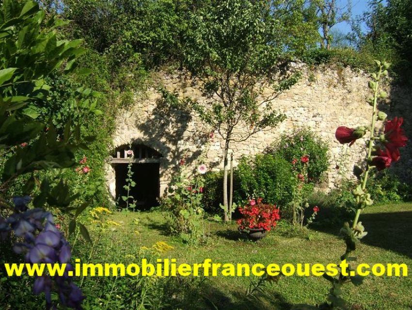 immobilier Sarthe (72):Demeure de caractere - Sablé /Sarthe 10min.TGV Paris 1H15