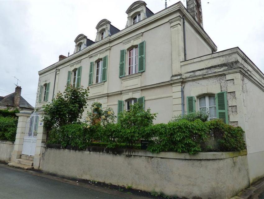Maison bourgeoise en Anjou avec encadrements et chaines d'angles en tufeau