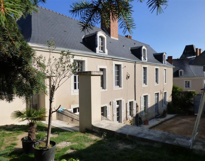 maison bourgeoise 72300 sablé avec parc et piscine