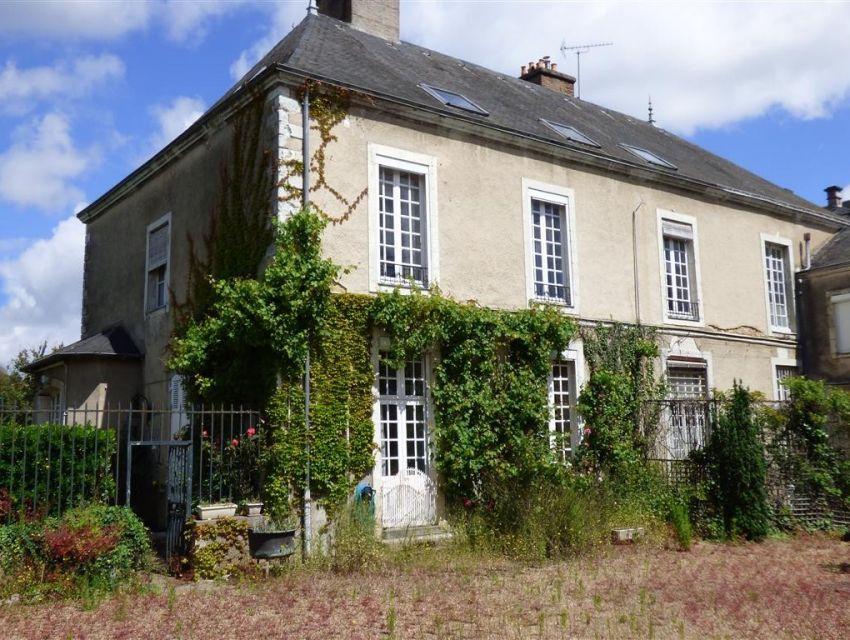Sablé sur sarthe - maison de maître 18ème avec jardin garage et maison de gardien