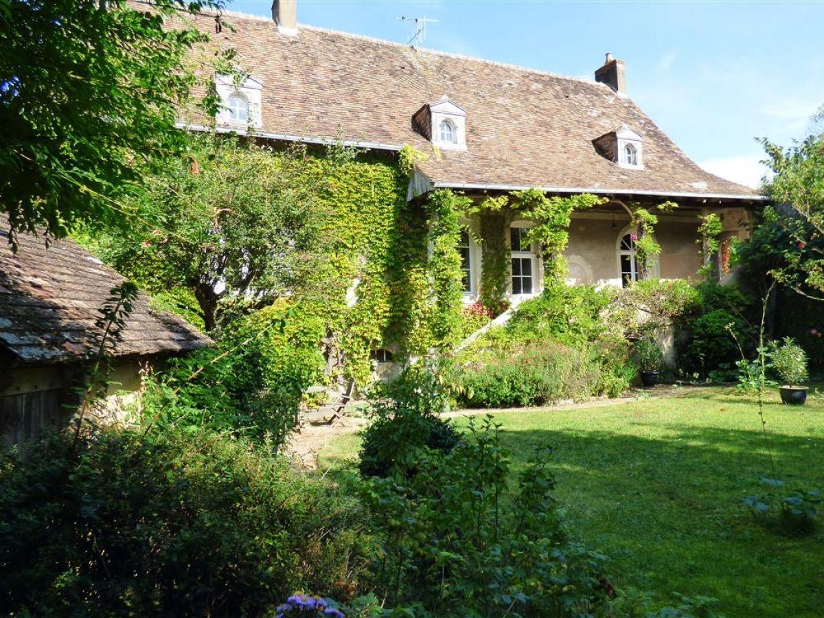 Maison de caract re villageoise 45 39 angers 49 9 - Maison de charme perche ...