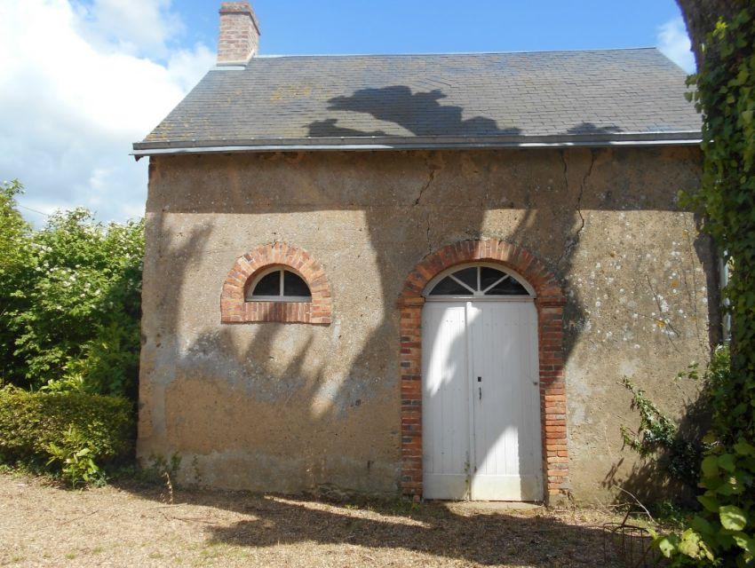 Maison de Maître avec jardin et dépendances Axe Le Mans-Laval région Brulon
