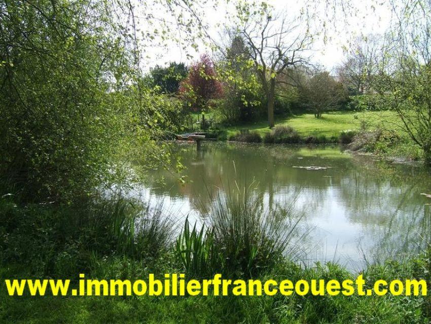 immobilier Sarthe (72300)  - Propriété en bord de Sarthe - 7 minutes centre Sablé