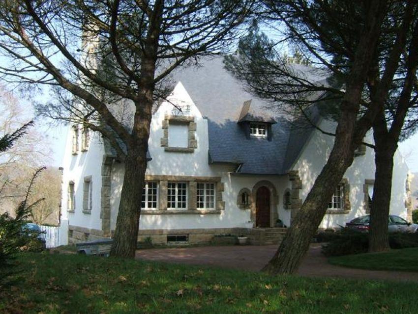 immobilier Sarthe (72) Région de Sablé sur Sarthe -  Demeure de charme et de prestige. Propriété bordée par rivière .