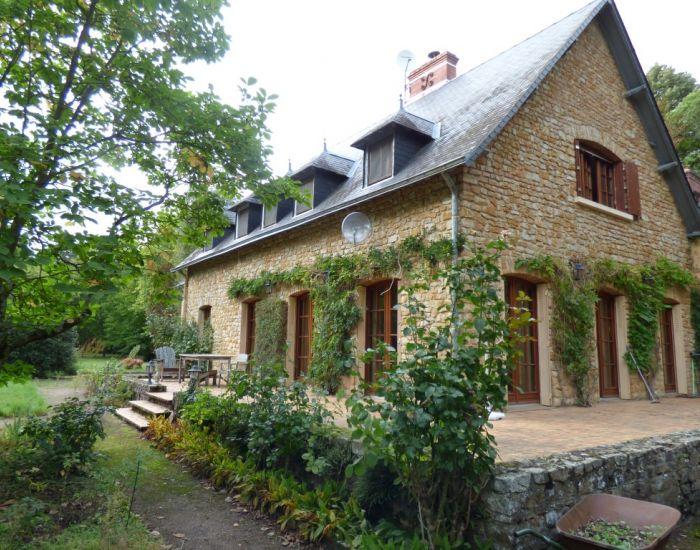 Région Le Mans propriété en bord de rivière parc et dépendances Sarthe