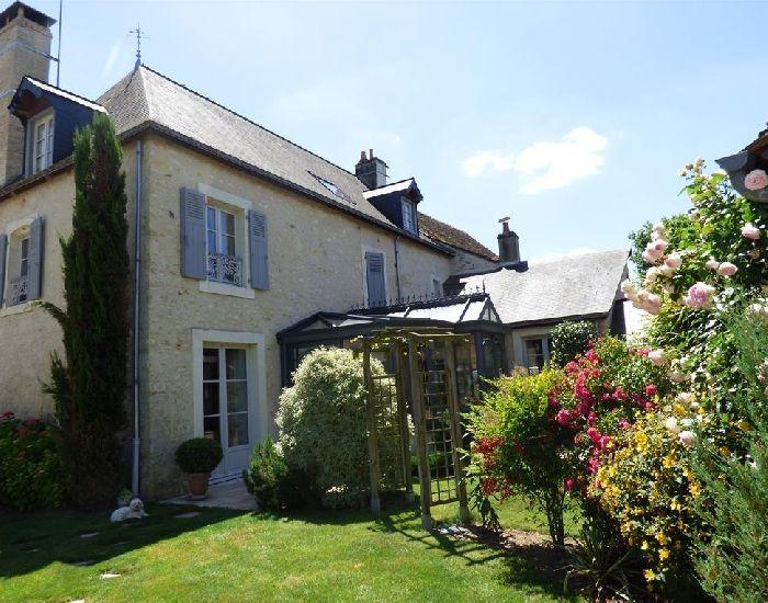 Maison de caractere en Anjou dans la région de Sablé sur Sarthe - gare TGV