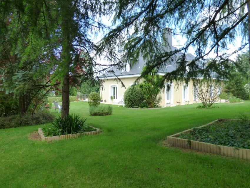 Propriété en bord de Sarthe, Solesmes proche Abbaye Saint Pierre de Solesmes